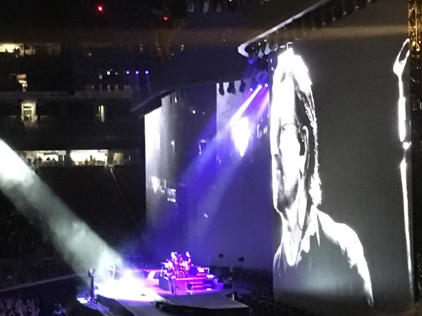 U2 2017 Joshua Tree Concert Tour, Herstory, HERoes, honoring women, tribute to women, syrian refugees, impoverished countries, concert review